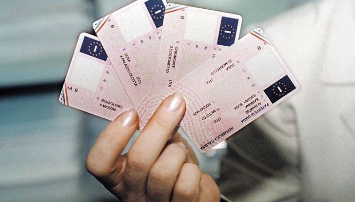 La patente di guida italiana è fuori norma per l'Unione Europea - Foto 1 di 11
