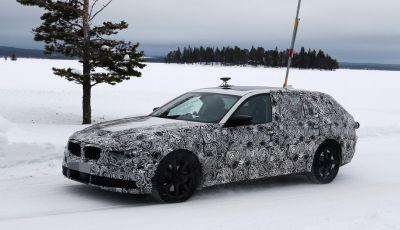 BMW Serie 5 Touring nuova generazione, le foto spia sulla neve