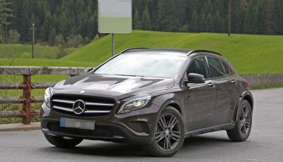Mercedes Benz GLB, nuove foto spia del SUV tedesco