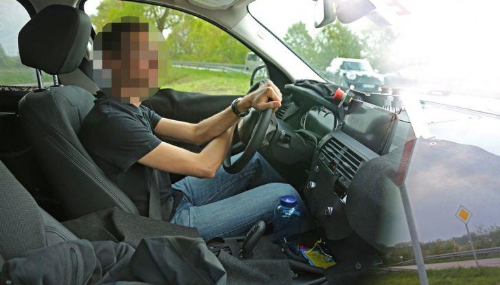 Nuova BMW X3: interni e dettagli nelle ultime foto spia - Foto 8 di 14