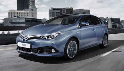 Toyota Auris 2016: versione ibrida più silenziosa e nuovo sistema multimediale