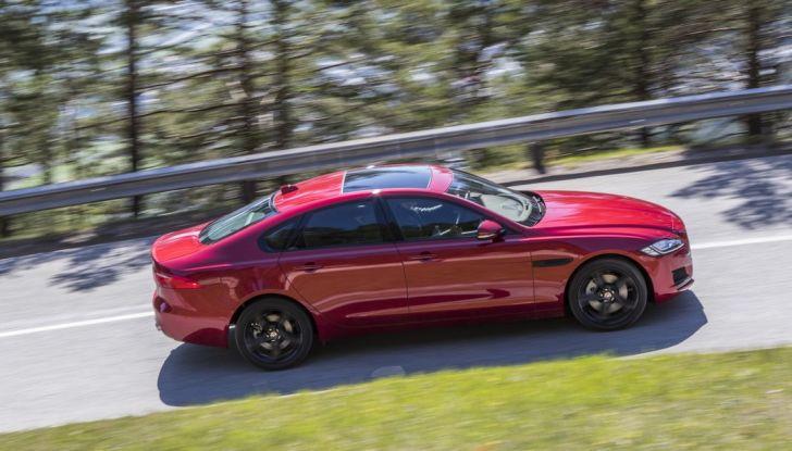 Nuova Jaguar XF 2017: Diesel da 2,0 litri Ingenium da 180 CV con AWD - Foto 10 di 18
