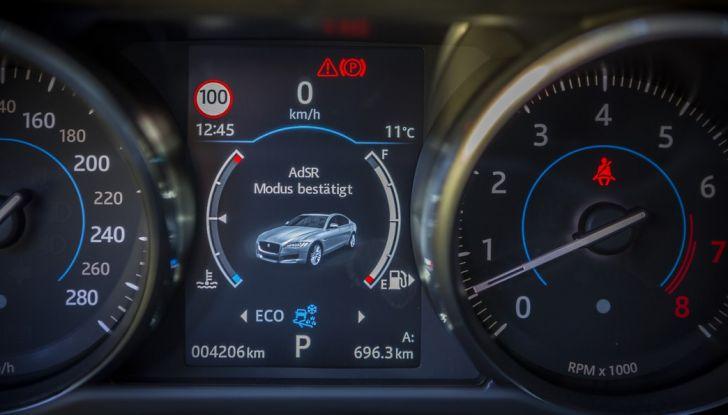 Nuova Jaguar XF 2017: Diesel da 2,0 litri Ingenium da 180 CV con AWD - Foto 14 di 18