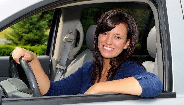 Come pulire e igienizzare l'abitacolo dell'auto: 5 pratici consigli - Foto 4 di 6