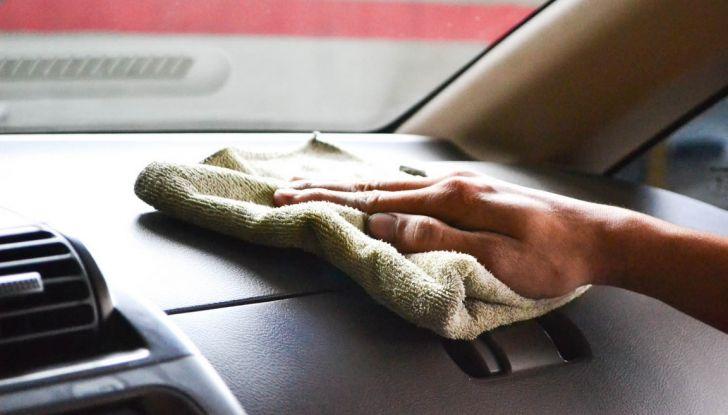 Come pulire e igienizzare l'abitacolo dell'auto: 5 pratici consigli - Foto 2 di 6