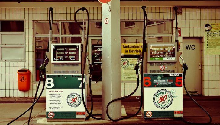 Come risparmiare carburante in auto e inquinare meno l'ambiente - Foto 7 di 10
