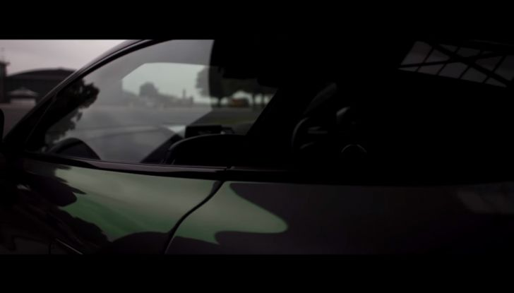 Aston Martin V12 Vantage S Spitfire 80 presentata in un video - Foto 15 di 17