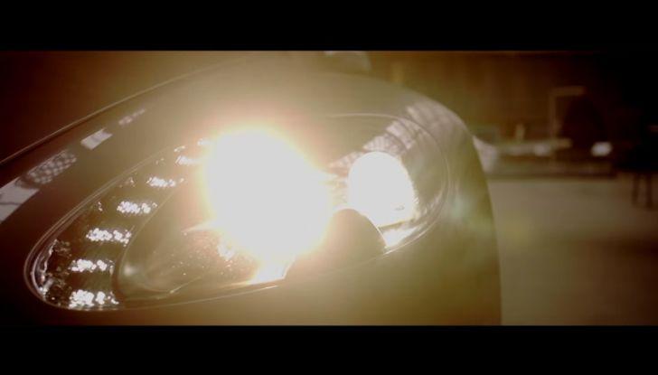 Aston Martin V12 Vantage S Spitfire 80 presentata in un video - Foto 7 di 17