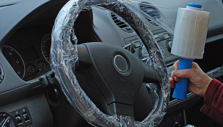 Come pulire il volante dell'auto, alcuni consigli pratici - Foto 1 di 6
