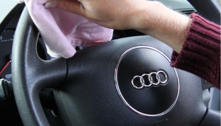 Come pulire il volante dell'auto, alcuni consigli pratici - Foto 4 di 6
