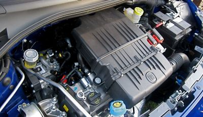 Come cambiare il liquido del radiatore dell'auto