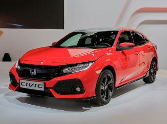 Honda Civic 2017 debutta al Salone di Parigi: caratteristiche e scheda tecnica