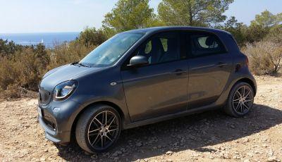 Smart Brabus ForTwo, ForFour e Cabrio: prova su strada, motorizzazioni e prezzi