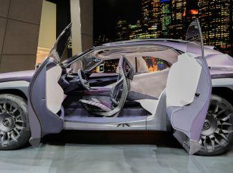 Lexus UX Concept: linee estreme ed ologrammi a Parigi 2016