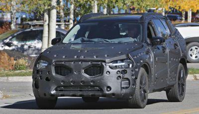Volvo XC60, nuove foto spia del SUV svedese