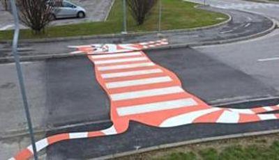 Strisce pedonali giocose: a Vicenza si attraversa la strada su gatti, zebre e piedoni