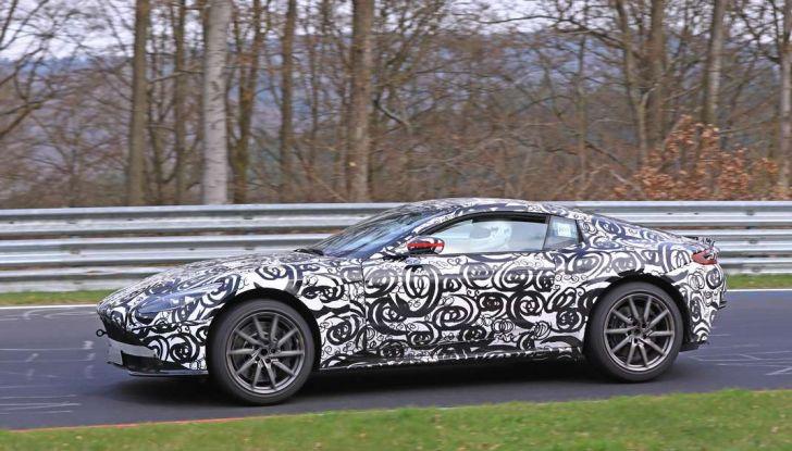 Aston Martin Vantage 2018 prime immagini spia della sportiva inglese - Foto 17 di 23