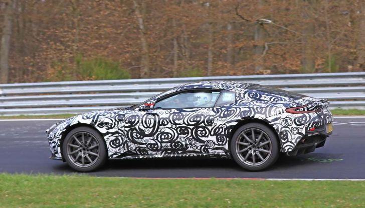 Aston Martin Vantage 2018 prime immagini spia della sportiva inglese - Foto 18 di 23