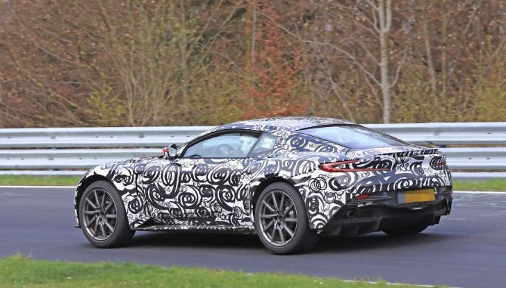 Aston Martin Vantage 2018 prime immagini spia della sportiva inglese - Foto 19 di 23