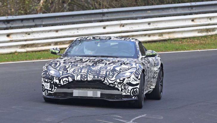 Aston Martin Vantage 2018 prime immagini spia della sportiva inglese - Foto 22 di 23