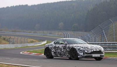 Aston Martin Vantage 2018 prime immagini spia della sportiva inglese