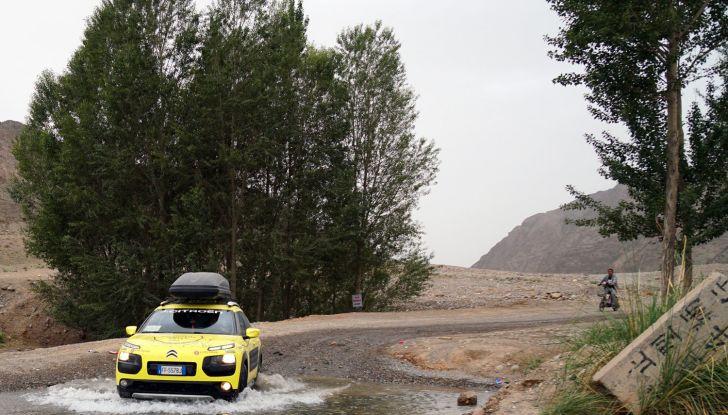 Citroën Avventura Gialla: la C4 Cactus arriva alla Muraglia Cinese - Foto 2 di 8