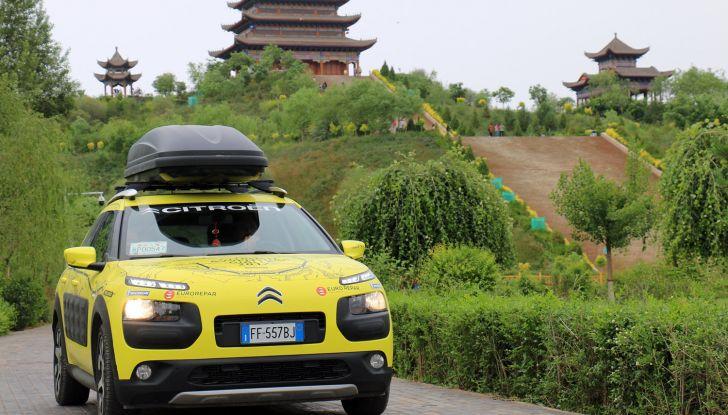 Citroën Avventura Gialla: la C4 Cactus arriva alla Muraglia Cinese - Foto 1 di 8