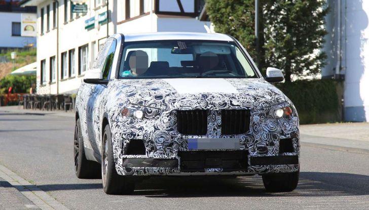 BMW X5 M foto spia del SUV in versione sportiva - Foto 17 di 17