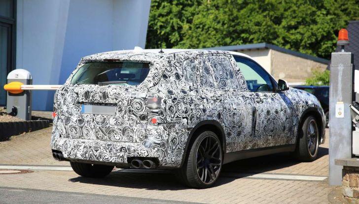 BMW X5 M foto spia del SUV in versione sportiva - Foto 8 di 17