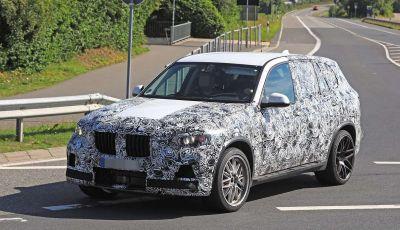 BMW X5 M foto spia del SUV in versione sportiva