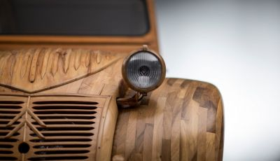 Una Citroën 2CV in scala 1 a 1 interamente in legno: rivive un mito