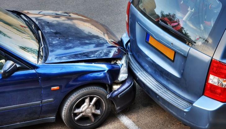 Cosa fare dopo un incidente stradale con l'auto - Foto 1 di 7