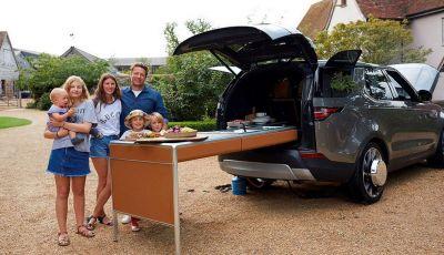 La Land Rover Discovery di Jamie Oliver è una cucina a 4 ruote