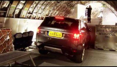 Range Rover Sport, percorso off-road all'interno di un jumbo