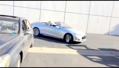Tesla Model S cabrio modificata da Newport Engineering