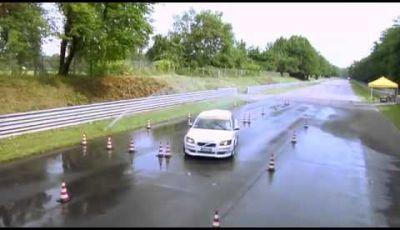 Corso di guida sicura frenata sul bagnato