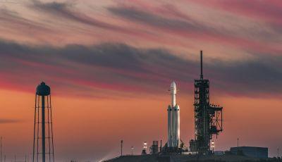 Elon Musk lancia una Tesla Roadster verso Marte con Space X