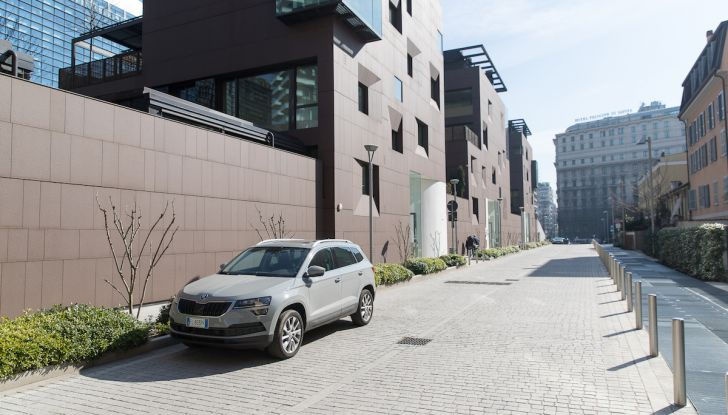 Prova su strada Skoda Karoq 1.5 TSI qualità tedesca, prezzo intelligente - Foto 1 di 31