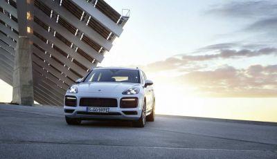 Porsche Cayenne E-Hybrid prezzi, motori e prestazioni del SUV ibrido