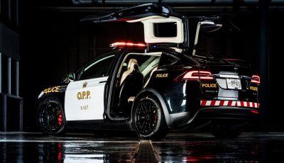 In Svizzera la Polizia abbandona il Diesel per guidare una Tesla Model X