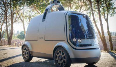 L'auto a guida autonoma consegna la spesa ordinata online