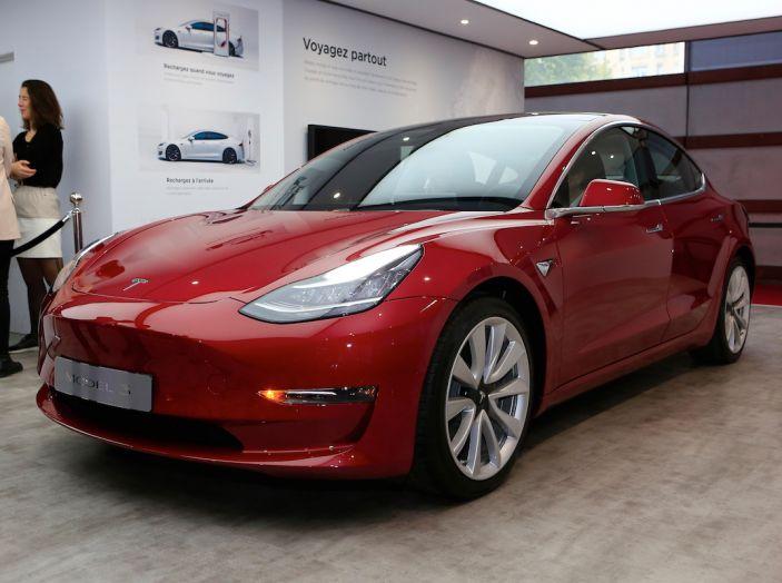 Tesla Model 3 é l'auto più venduta negli USA