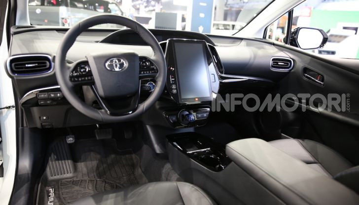 Nuova Toyota Prius AWD-i 2019, il nuovo ibrido anticipa il futuro - Foto 5 di 9