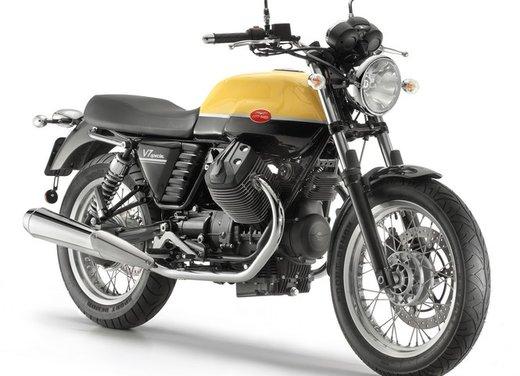 Nuova Moto Guzzi V7 test ride: classica, basic o sportiva - Foto 17 di 31