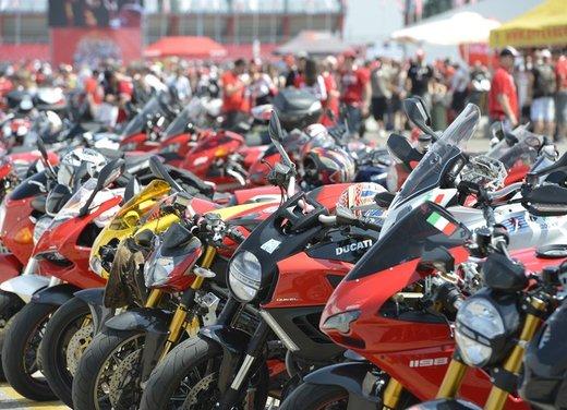 World Ducati Week 2012: Carlos Checa in sella alla Ducati 1199 Panigale - Foto 9 di 15