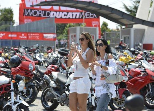 World Ducati Week 2012: Carlos Checa in sella alla Ducati 1199 Panigale - Foto 10 di 15