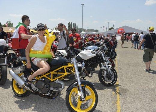 World Ducati Week 2012: Carlos Checa in sella alla Ducati 1199 Panigale - Foto 11 di 15