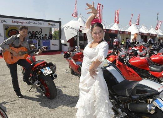 World Ducati Week 2012: Carlos Checa in sella alla Ducati 1199 Panigale - Foto 14 di 15