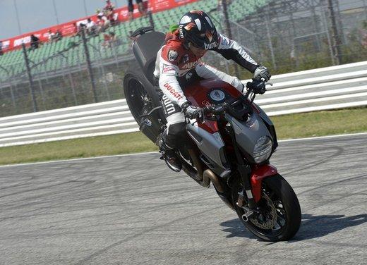 World Ducati Week 2012: Carlos Checa in sella alla Ducati 1199 Panigale - Foto 12 di 15