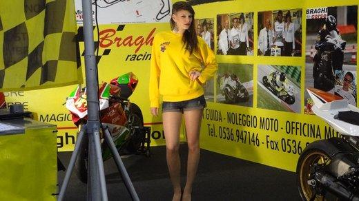 Tutte le più belle ragazze del Motor Bike Expo 2013 – Seconda fotogallery - Foto 15 di 24